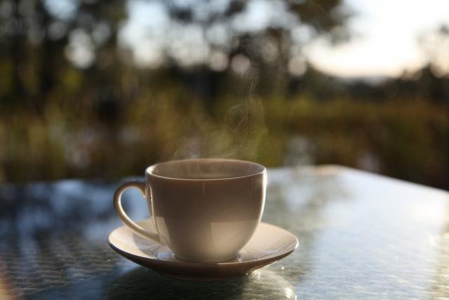 minum kopi di pagi hari