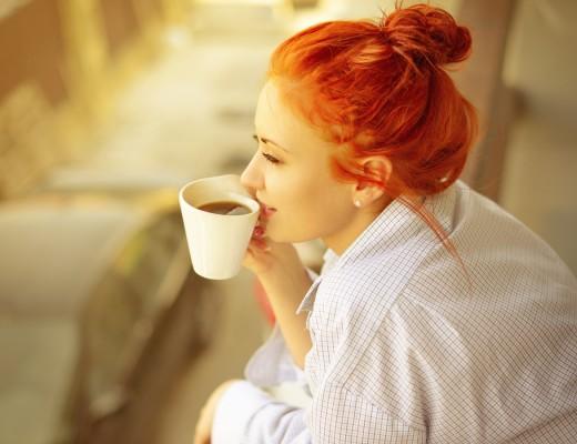 minum-kopi-di-pagi-hari