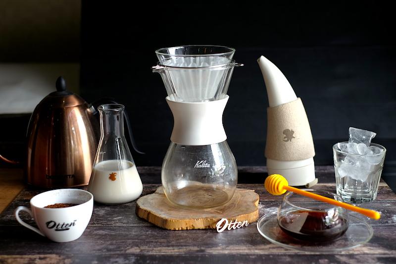 Alat dan bahan yang dibutuhkan untuk membuat Kalita Iced Coffee with Honey.