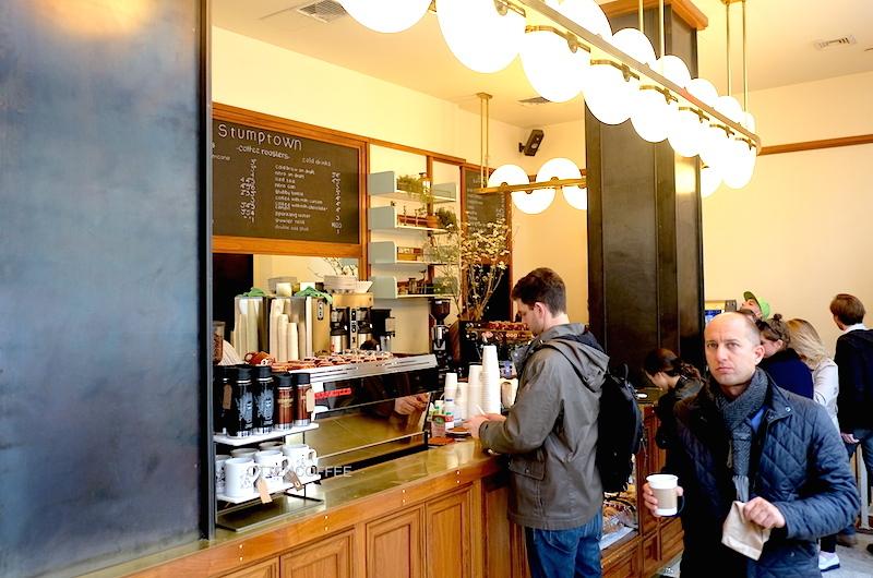 Suasana asik ditambah kenikmatan kopi yang enak sekali.