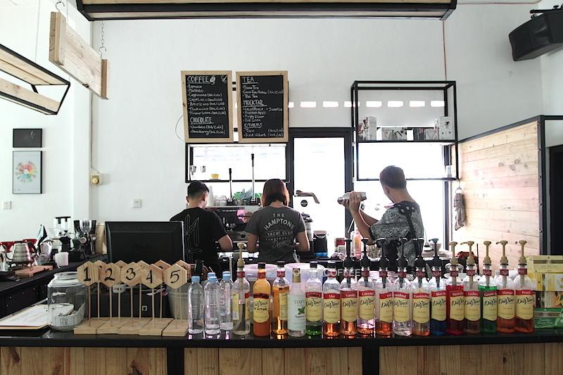 Coffee bar, tempat lahirnya kopi-kopi nikmat.