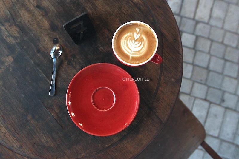 Secangkir cappuccino tak pernah salah.