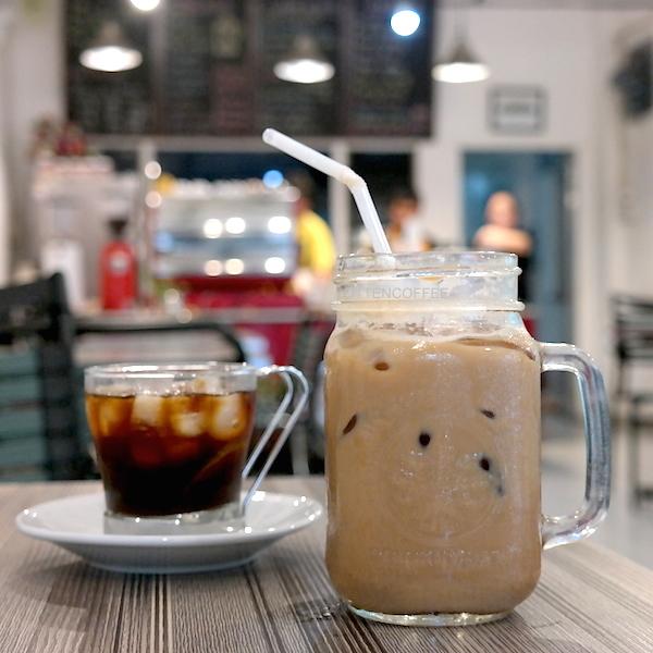 Ini nih Cucumber Iced Latte andalan Coffeeholic!