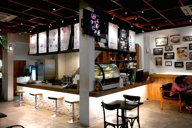 Coffee bar tempat segala kenikmatan lahir.
