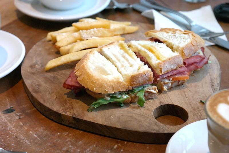 Smoked Beef Sandwich pereda lapar.