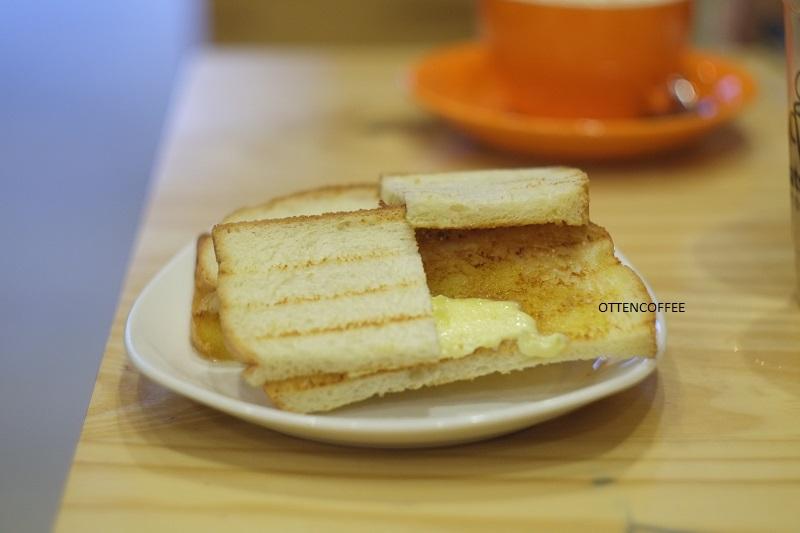 Butter Sugar Toast, teman asik buat ngopi.