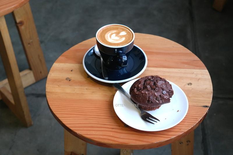 Kopi dan muffin memang selayaknya berjodoh.