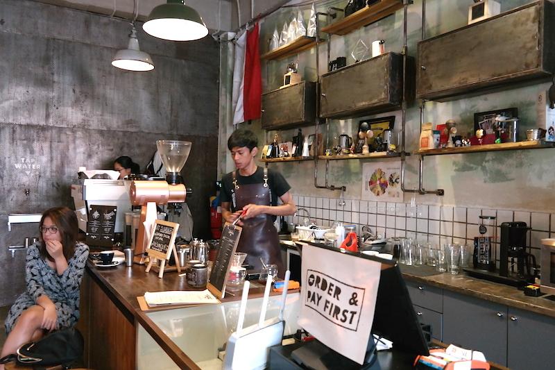 Coffee bar tempat segala nikmat dilahirkan.