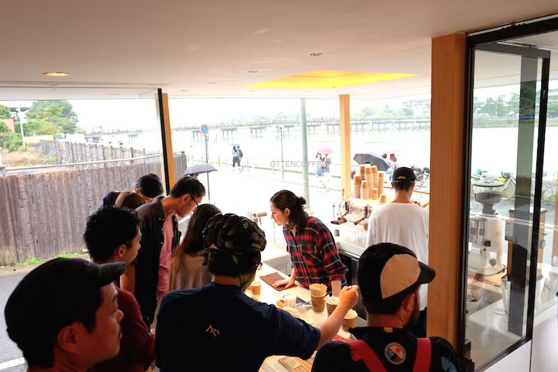 Kedai ramai dikunjungi para penikmat kopi!