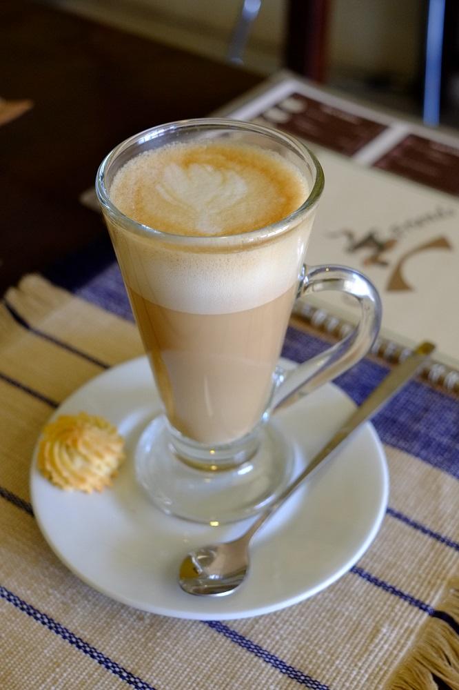 Cafe latte, guys!