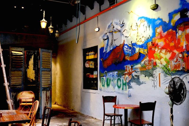 Mural artsy yang mempercantik tempat ini.