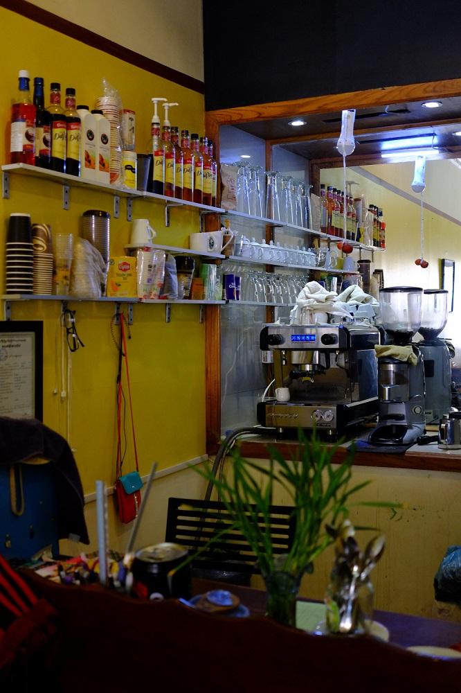 Seperangkat mesin dan grinder kopi