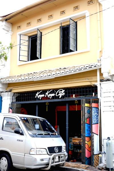 Kaya Kaya Cafe yang berada di tempat yang sangat turistik.
