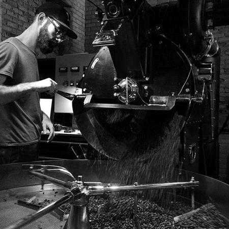 Para roaster, yang memberikan dedikasinya untuk menghasilkan kopi terbaik, adalah salah satu komponen penting di rantai specialty.