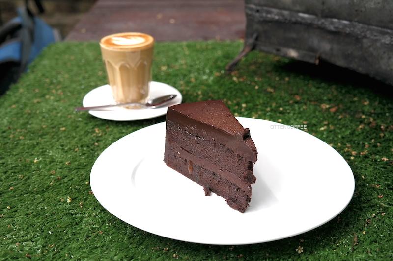 Chocolate cake rasa surge. :D