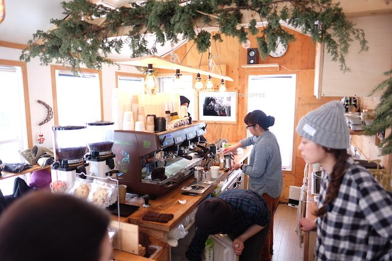 Coffee bar yang sungguh sibuk.