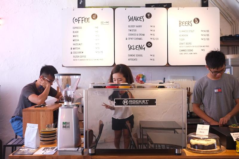 Suasana coffee bar di Two Buns!
