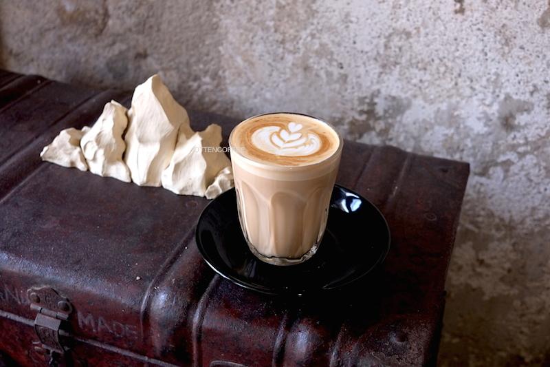 Secangkir kopi untuk saya yang baik hati.
