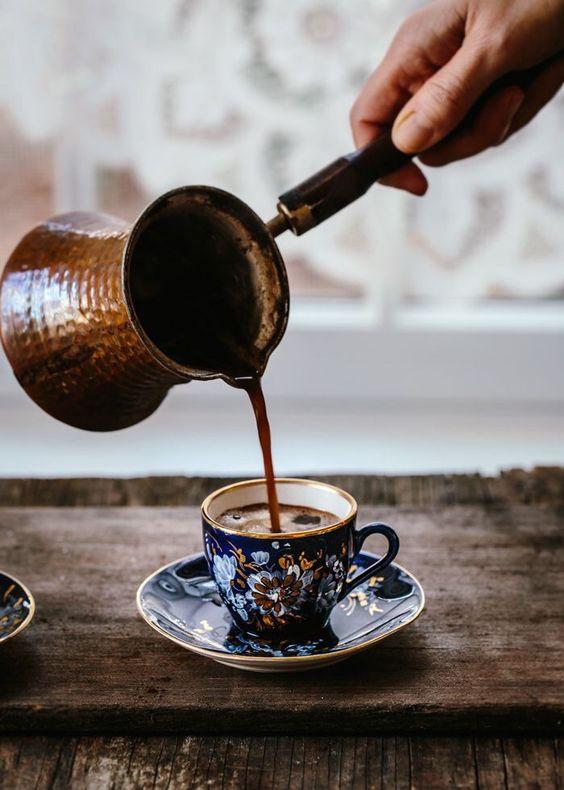 Turkish Coffee yang siap dinikmati.