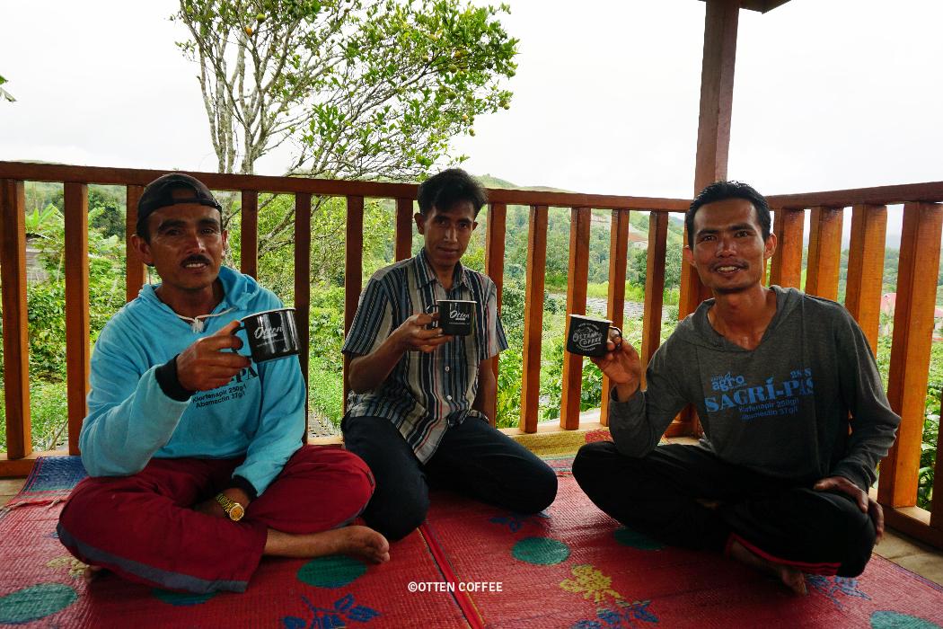 Pak Zul dan rekan-rekan petani di UPH Aka Gadang.